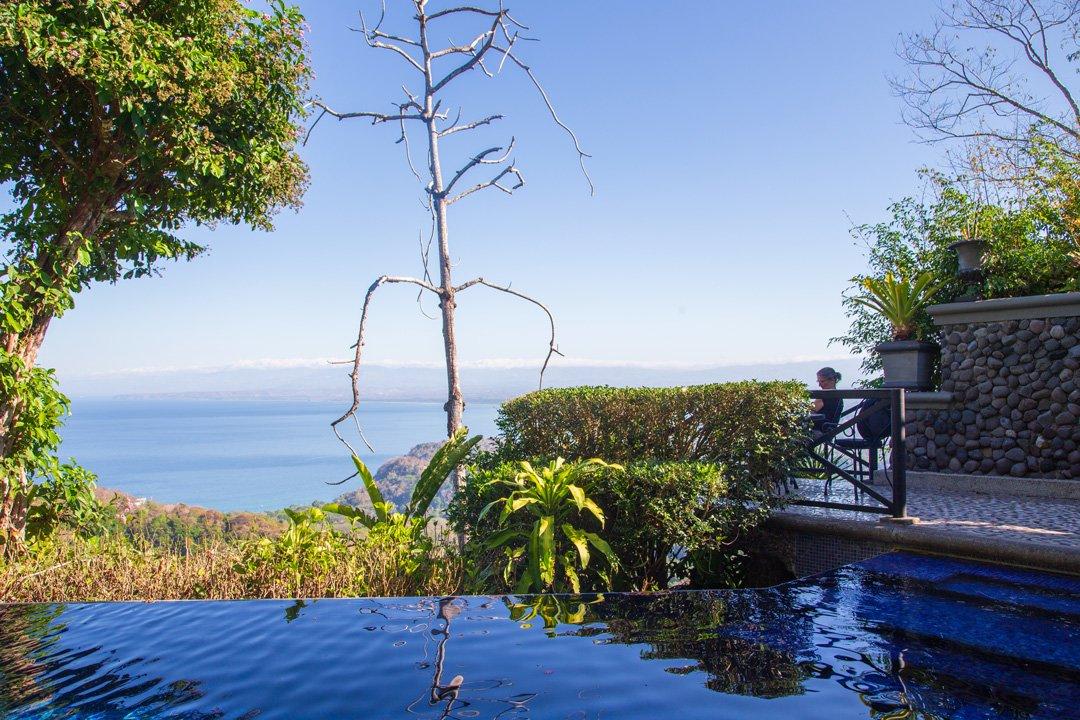 Mastersuite Villa Caletas Hotelpool mit Meerblick