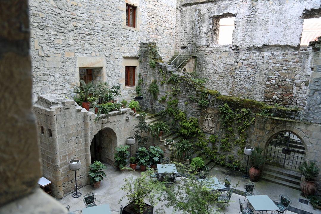 Innenhof Parador Hotel Hondarriba Baskenland Spanien