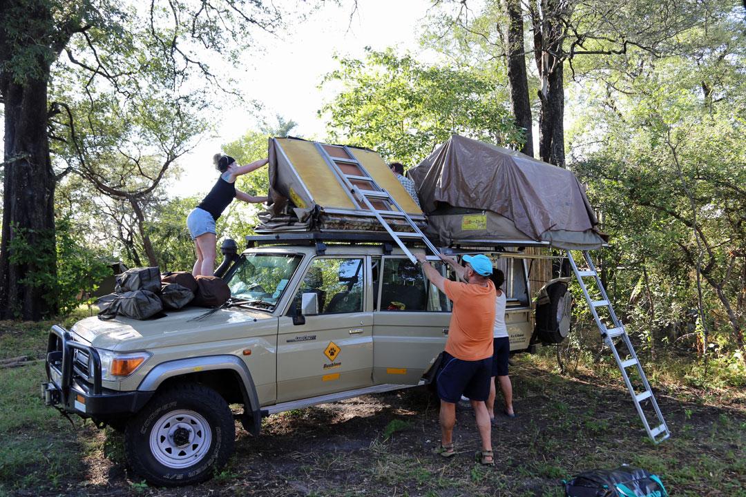 Mashi-river-safaris-Mavunje-Camp-Dachzelt-aufstellen