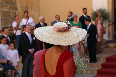 Carmona Frau mit Hut Hochzeit Andalusien Spanien