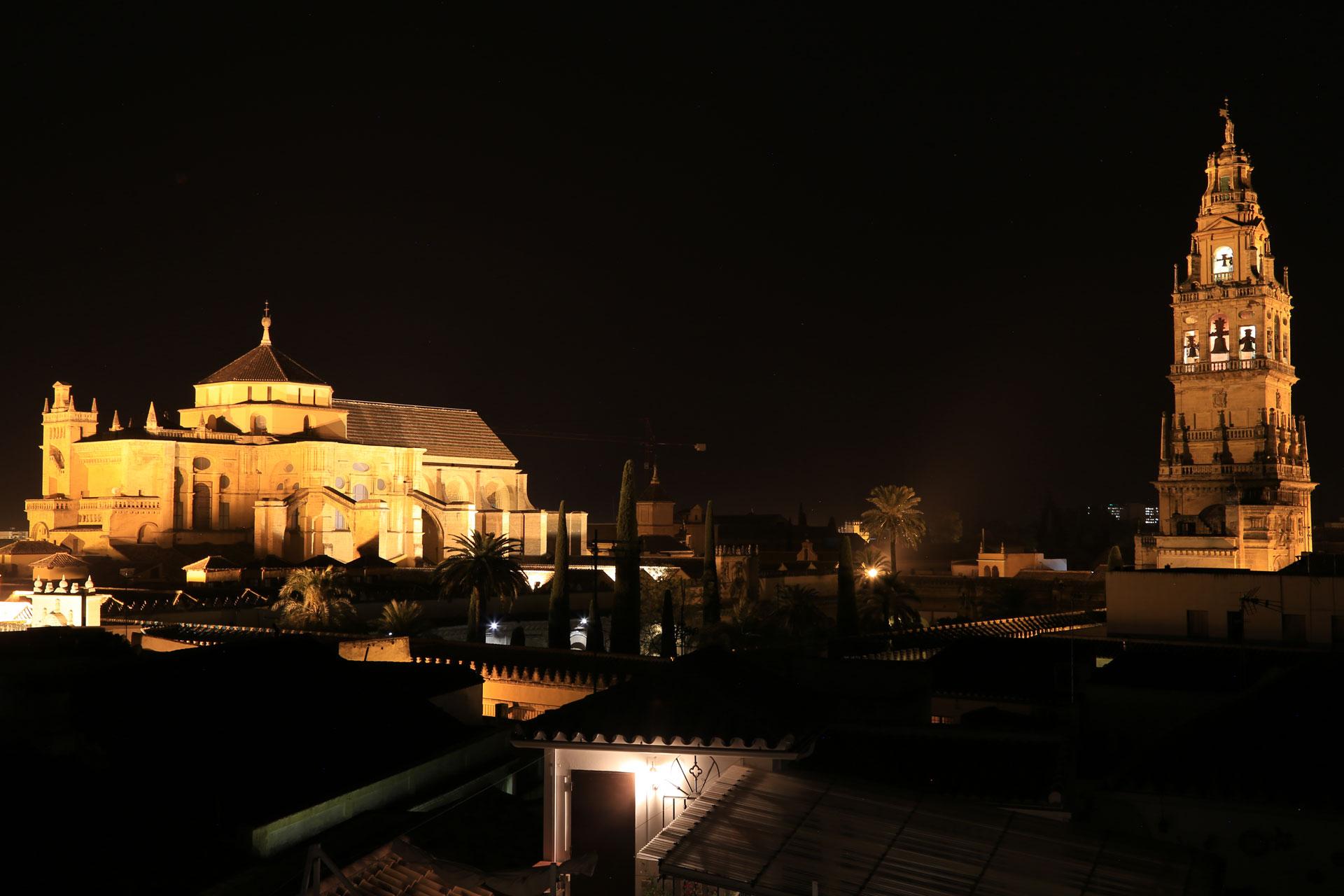 Mezquita bei Nacht Cordoba Andalusien Spanien