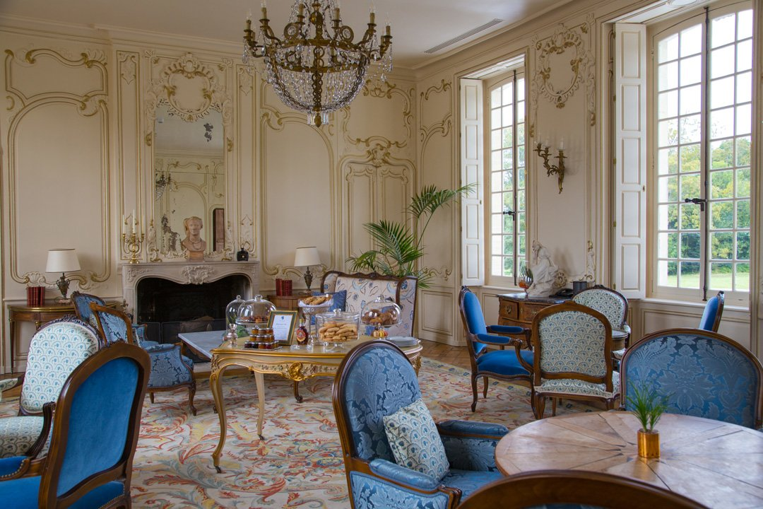 Château d'Audrieu Tee Raum