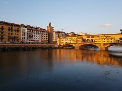 Ponte Veccio ueber dem Arno Florenz