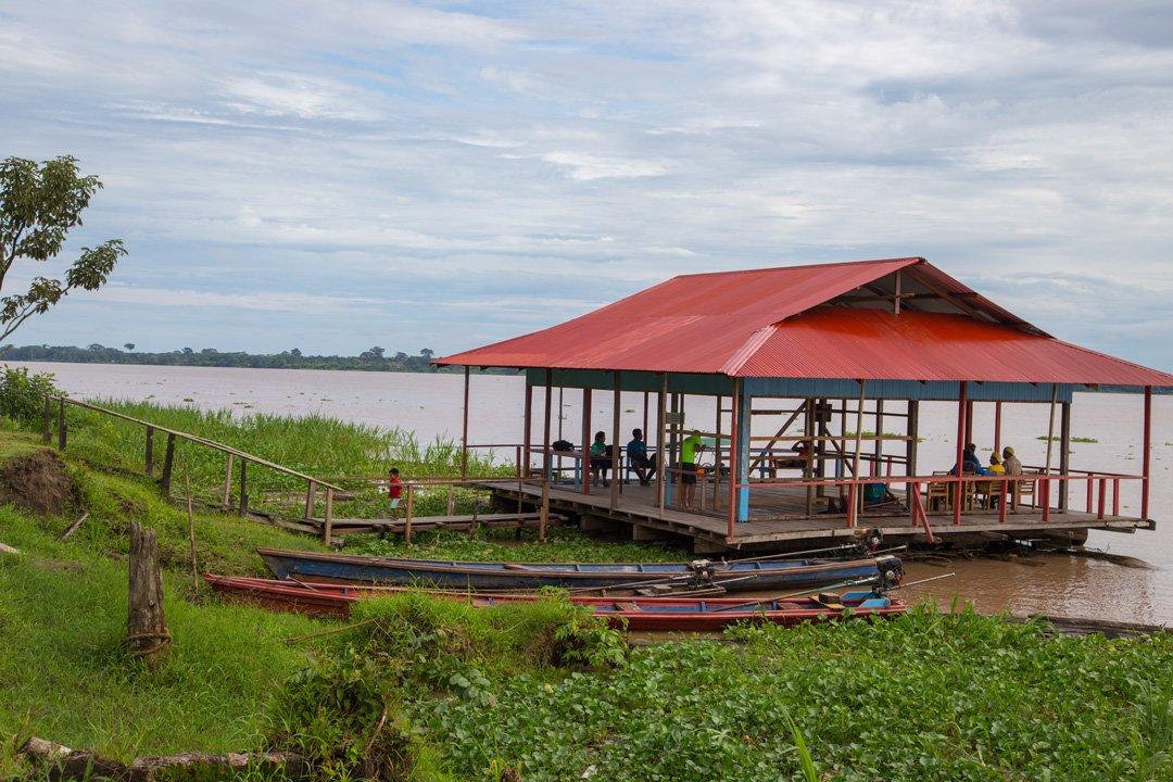 Boot Anlegestelle Marasha Naturgebiet Amazonas