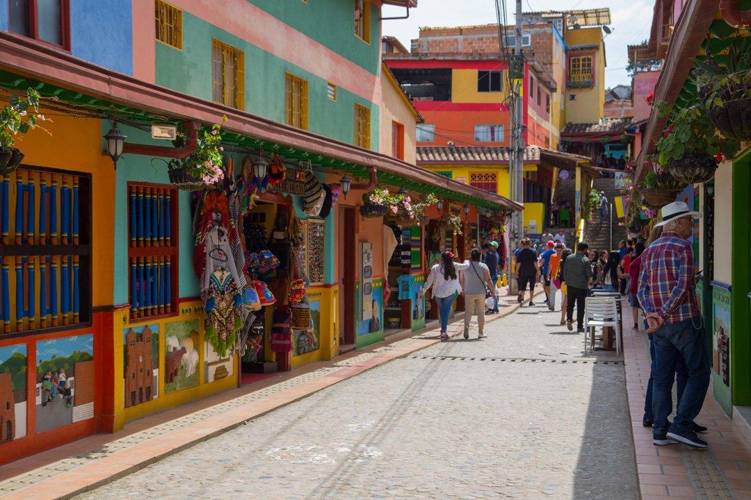 Farbige Gasse Guatape Kolumbien