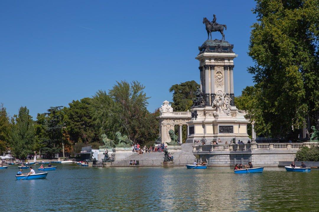 Parque de el Retiro Monumento Alfonso Madrid