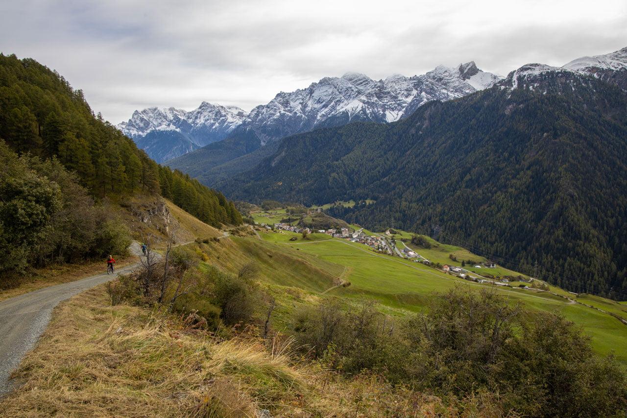 Bike Tour Ardez - Sicht auf Ardez